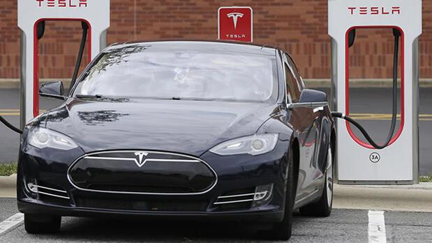 Teslanın ayak sesleri...