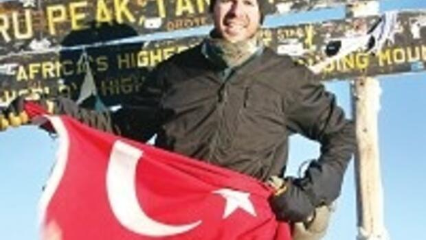Türk bayrağı Kilimanjaro'da dalgalandı