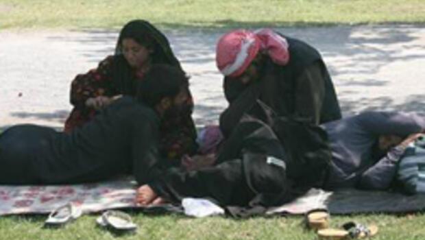 İzmir'de Suriyeliler parklarda kalıyor