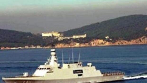 Türkiye'nin ürettiği ilk savaş gemisi 'Heybeliada' seyirde