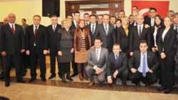 AK Parti Karşıyaka yenilendi