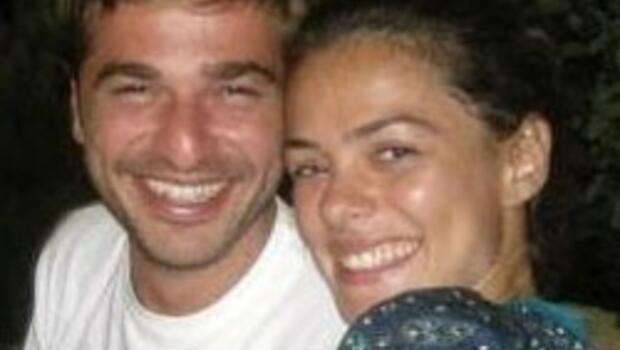 Özge Özpirinççi ve Engin Altan nişanlandı