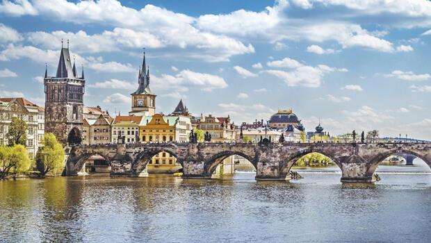 Prag'da Nâzım Hikmet'in izinde