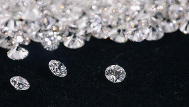 Zenginler durdu, elmas sektörü zorda