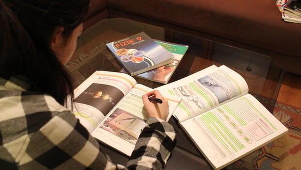 Lise ders kitaplarında önemli hatalar