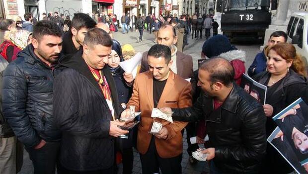 İstiklal Caddesi'nde dolarlı albüm tanıtımı