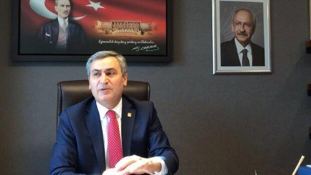 CHP'li Necati Yılmaz Atatürk posterinin önünde açıklama yaptı