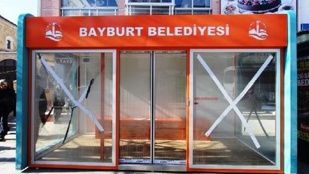 Bayburtta Isıtmalı otobüs duraklarının kurulumuna başlandı
