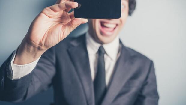 İnternette Selfie, İş Yerinde Terfi