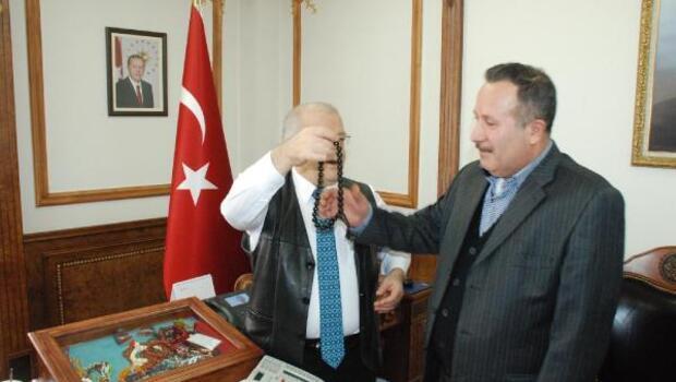 Vali Şentürk'ten tesbih çekim dersi