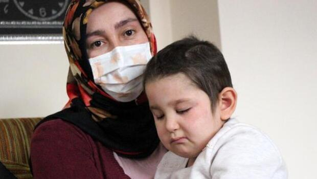 Kardeşinin kordon kanı ile yaşama tutundu, gözlerini kaybetti