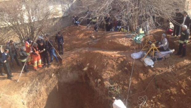 Mardin Kızıltepede göçük meydana gelen kuyuda 1 kişiyi kurtarma çalışması