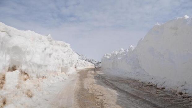 Ovacıkın köy yollarında kardan koridor oluştu