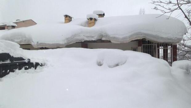 Beytüşşebapta evler kar altında kaldı