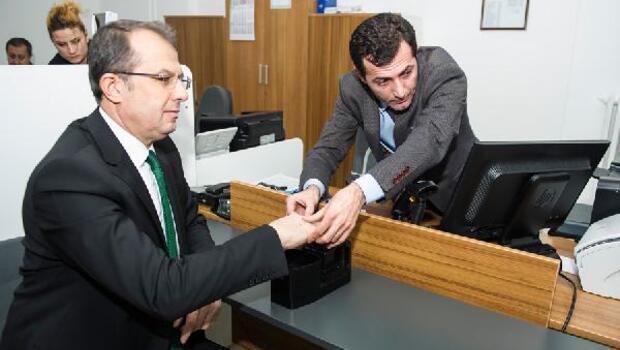 Vali Taşyapan yeni kimlik kartları için başvuruda bulundu