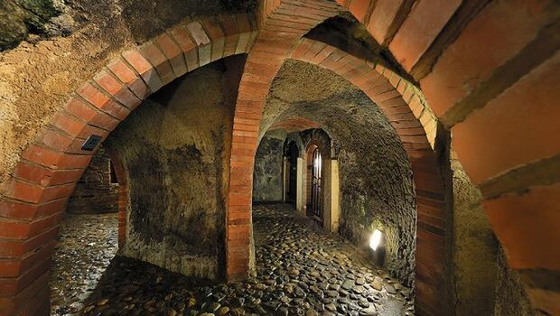 Bu tünelin duvarlarında hazineler gömülü