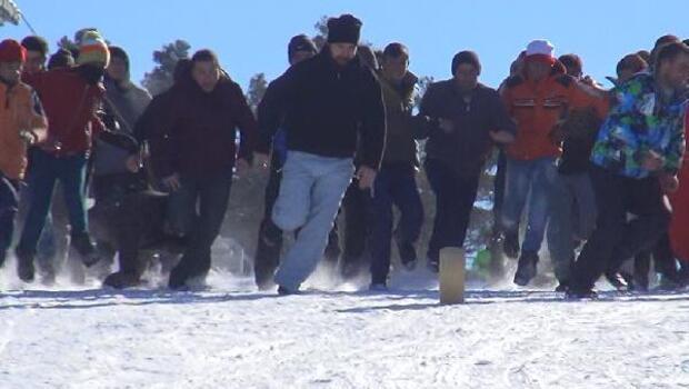 Karda kaşar yuvarlamaca yarışması