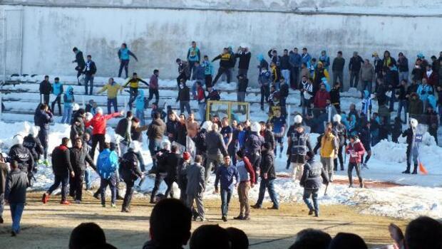 Yozgatta amatör maçın ardından saha karıştı