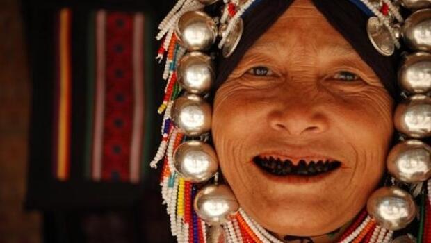 Hayatları boyunca hiç diş fırçası görmemiş kabile