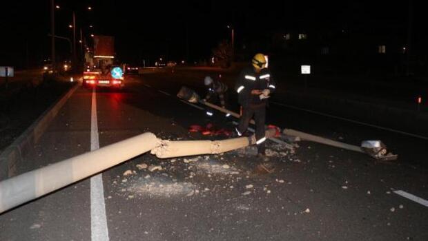 Refüjdeki beton direğe çarptı