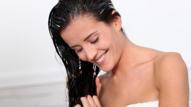 Yıpranan saçlarınız için doğal maske önerileri
