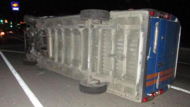 Kargo minibüsü devrildi: 1 yaralı