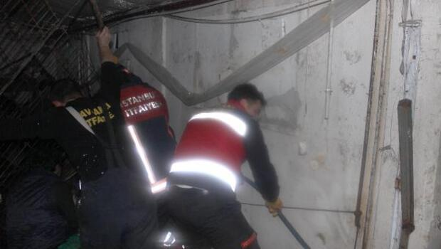Rafların altında kalan 2 kadın işçiden biri öldü