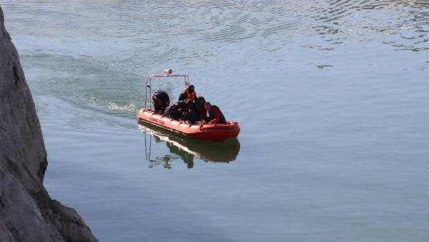 Karamanda 6 ay önce kaybolan PTT dağıtıcısı baraj gölünde aranıyor
