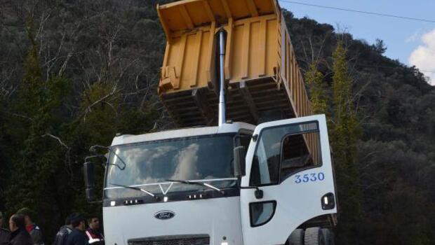Damper tellere değince kamyon şoförü öldü