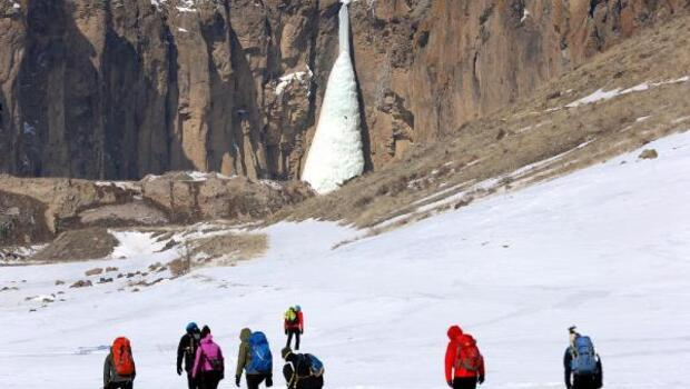 Milli dağcı Tunç Fındık, Vanda donmuş şelaleye tırmandı