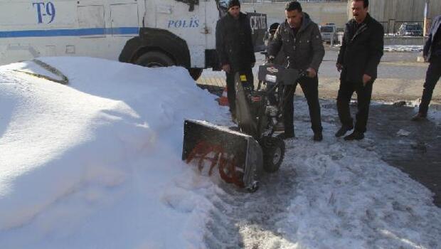 Başkale Belediyesi mini kar küreme aracları aldı