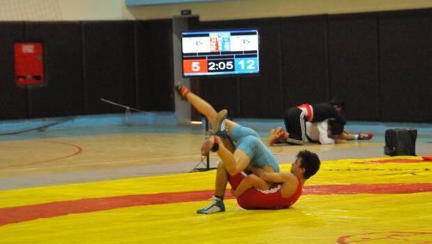 Güreşlere 133 sporcu katıldı
