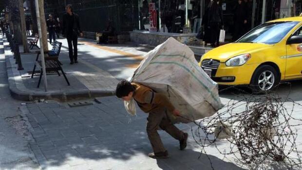 Suriyeli Ahmetin yaşı küçük, yükü büyük