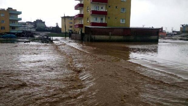Kurtalanda şiddetli yağış, su baskınlarına neden oldu