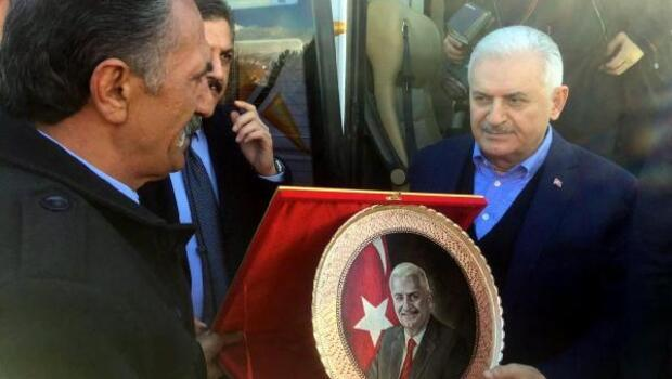 Başbakan Yıldırımı memleketi Erzincanda 24 atlı karşıladı