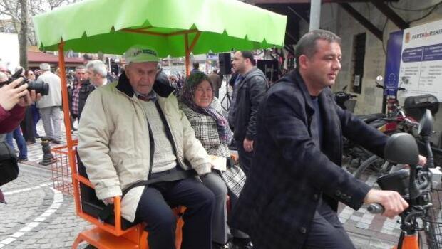 Yaşlı vatandaşlara, elektrikli bisikletle şehir içi turu