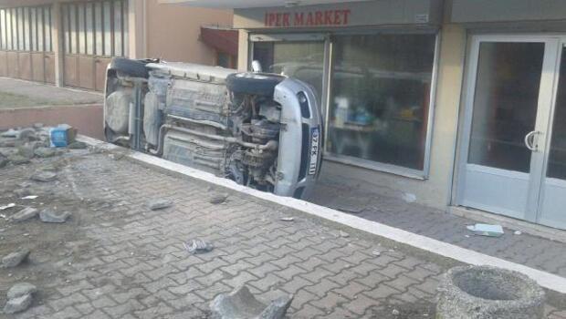 Uygulamadan kaçan otomobil, park halinde aracı devirdi