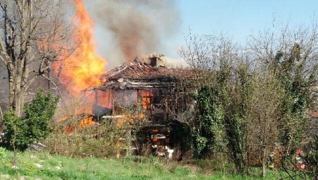 Hem evi hem de 15 bin lirası yandı