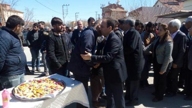 HDPli vekiller nevruzda vurulan üniversiteli Kemal Kurkutun mevlidine katıldı