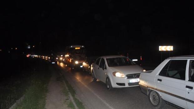 Otoyolu ulaşıma kapatan intihar girişimi