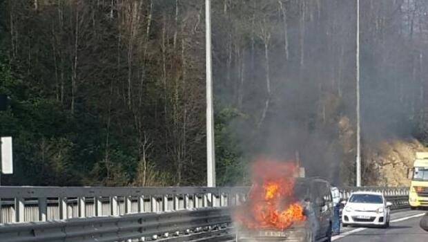TEMde minibüs alev alev yandı