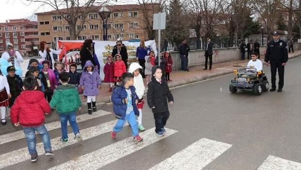 Anaokulu öğrencilerine trafik eğitimi