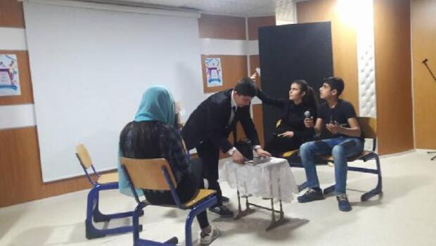 Nizipte, İngilizce skeç yarışması