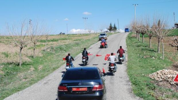 Valiye köy ziyaretinde motosikletli karşılama