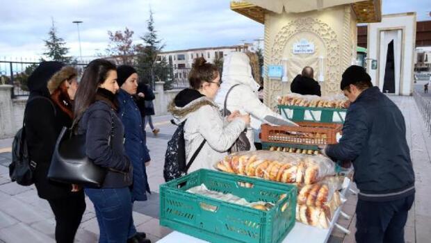 Nevşehir Haberleri: Üniversitelilere, sınav öncesi sıcak süt ve poğaça ikramı 24