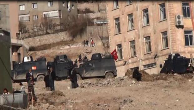 Şırnakta iş makinası geçerken PKK bombası patladı: 5 yaralı