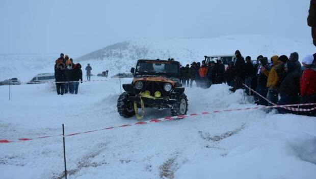 2 bin rakımlı yaylada kar fastivali