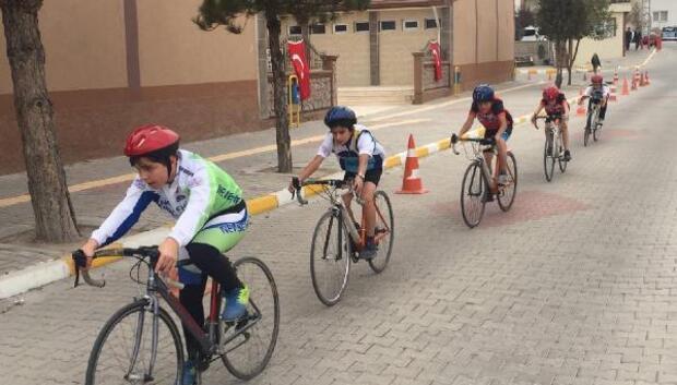 Nevşehir belediyesi bisiklet takımı madalya için hazırlanıyor