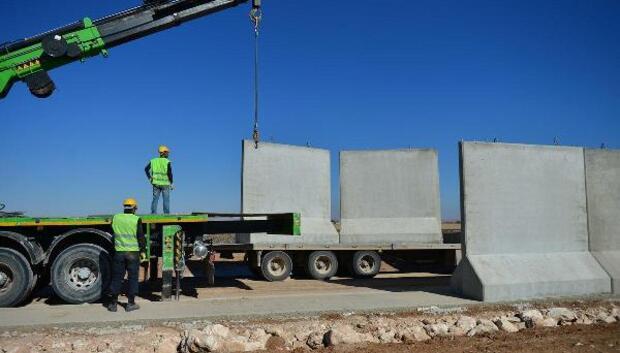 Suriye sınırının 367 kilometresine duvar örüldü