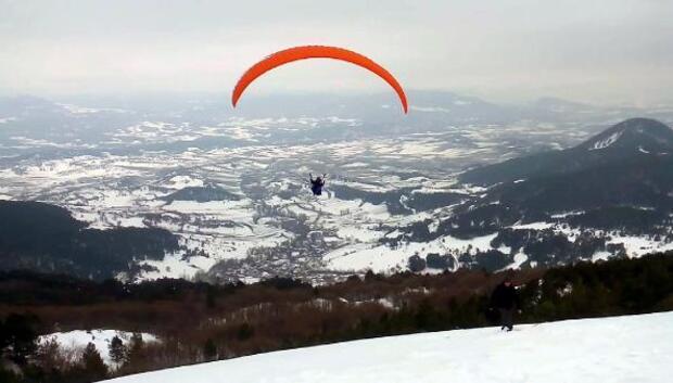 Abantta yamaç paraşütü tutkusu